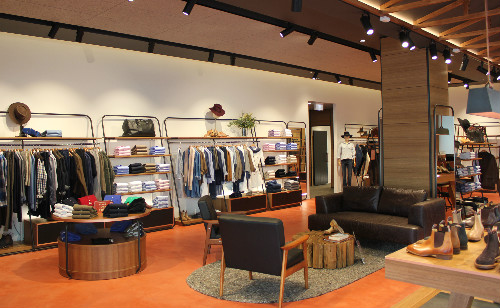 Rm williams auckland shopping heart of the city walking into this customs street store is like taking a trip to rural australia a luxurious inviting version of rural australia that is complete with the solutioingenieria Image collections