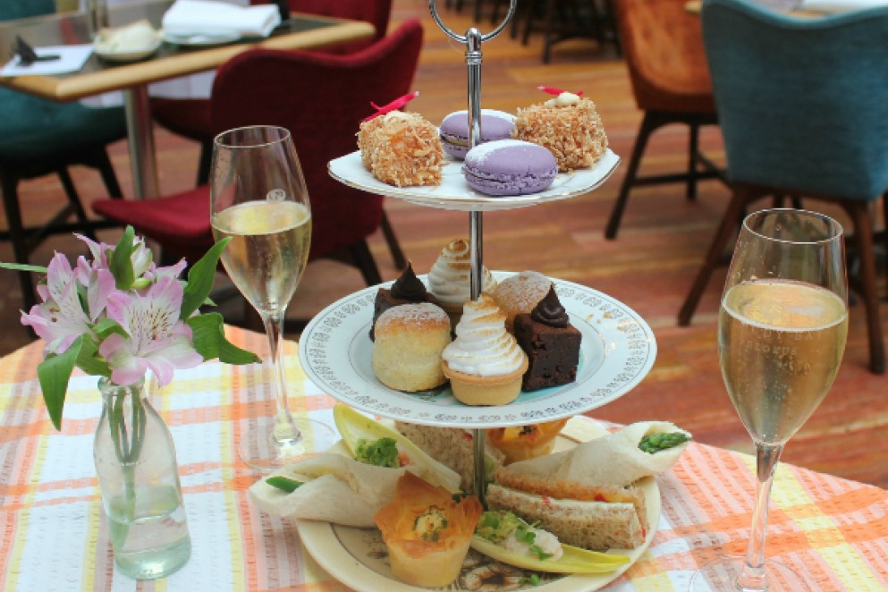 High Tea Hotel Debrett