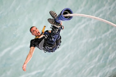 Person doing bungy jump