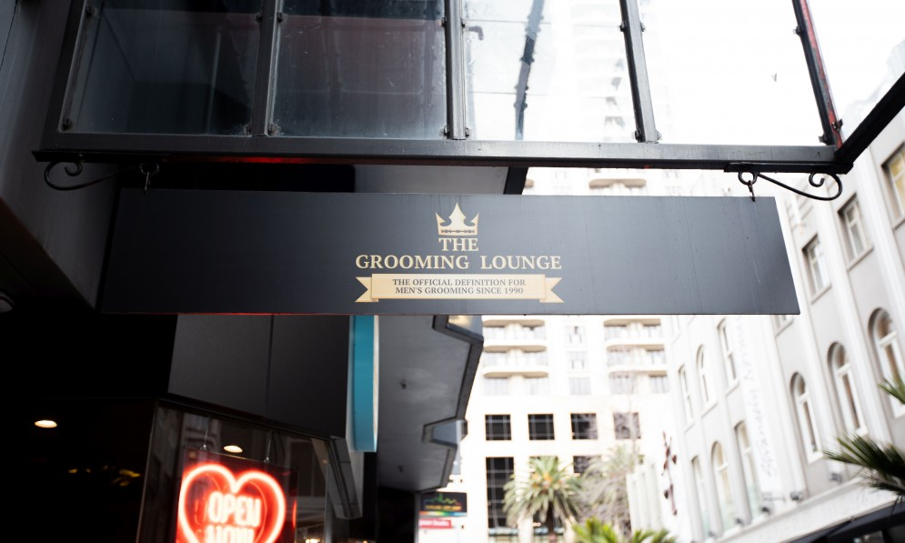 Grooming lounge outside sign